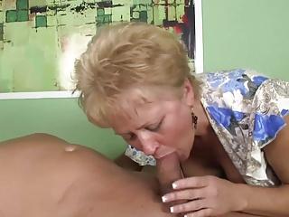 مادر بزرگ سکسی بمکد خروس بزرگ