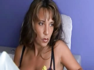 ALEANA KNOXXX - Big butt Cougar in stockings