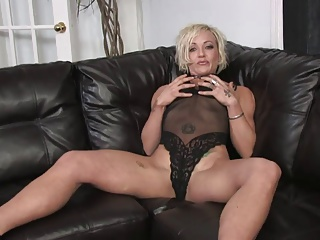 Tattooed blonde opens her legs for some dildo play